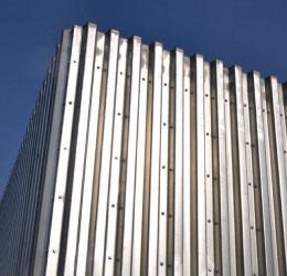 空間内に挿入した壁が自由度の高い空間を生み出す【アートウォール(スラブプレート)】