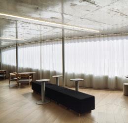 建物に豊かな表情を加える繊細な三層構造【カーテン】